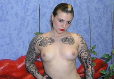 intimpiercings vor der webcam