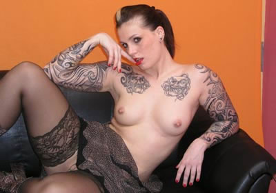 geile weiber pascale rasierte geile pussy mit tattoos